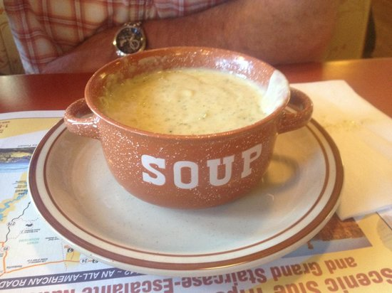 Bryce Canyon Pines: Their homemade soup is really amazing, a must try!