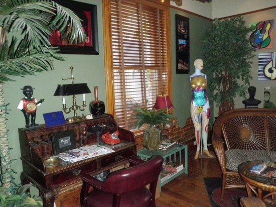 Flamingo Flatts: Front parlor