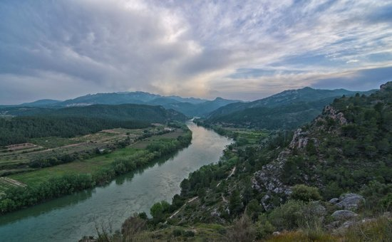 Els Canterers Casa Rural: View of the River Ebro from Miravet Castle