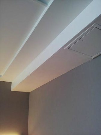 Pullman Paris Centre - Bercy : leak from the ceiling in the sleeping room