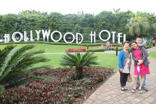 Disney's Hollywood Hotel : Hong Kong Disneyland's Hollywood Hotel