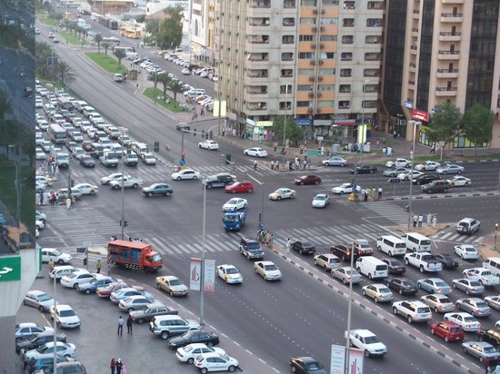 Mourouj Hotel Apartments: AL Falah - Almorour traffic signal from my apartment