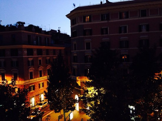 Rome Marriott Grand Hotel Flora: View for our hotel window