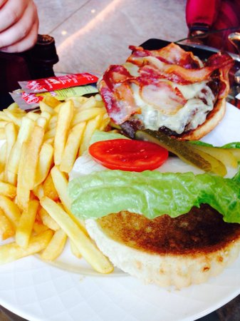 Rome Marriott Park Hotel: Burger at the bar was awesome