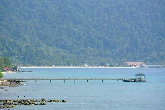 Bamboo Hill Chalets : View from Bamboo Hill Chalet no. 6 on the bay of ABC and Tekek