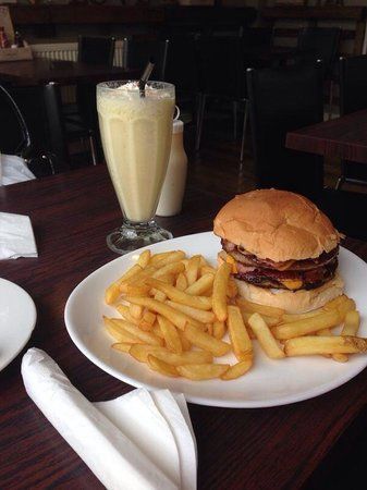 The Cookhouse Cafe: Double cheese and Bacon burger and chips :)