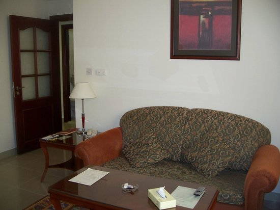 Mourouj Hotel Apartments : inside the apartment