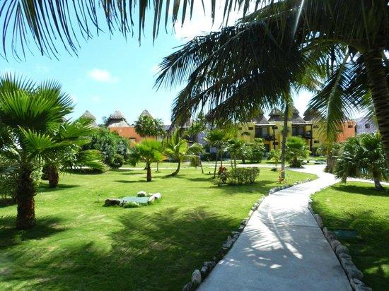 PavoReal Beach Resort Tulum : parkähnlich gestaltete Bungalowanlage