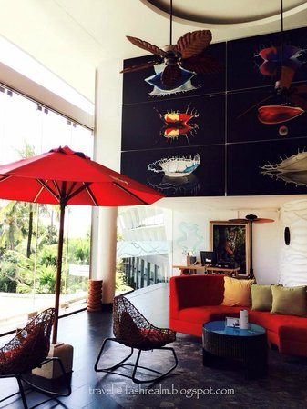 Le Meridien Bali Jimbaran: State of the art decor welcomes me when I reached the reception area!