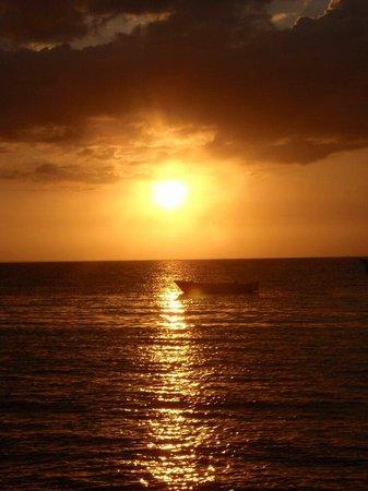 Logon Beach: Beautiful sunset of malapascua