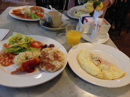 Hotel Royal Singapore: 朝食バイキング・オムレツ・パンケーキ