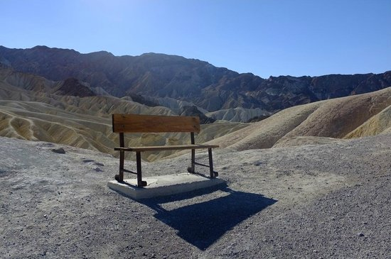Zabriskie Point: A bench next to the path up to the plateau