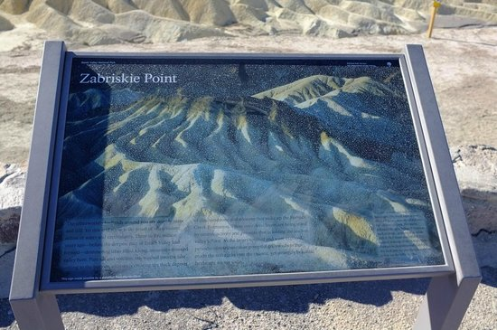 Zabriskie Point: Information board on the plateau