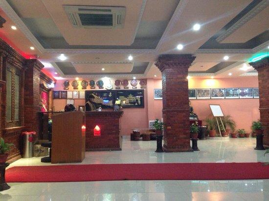 Hotel Nepalaya: Hotel lobby