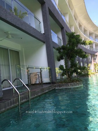 Le Meridien Bali Jimbaran : In love the fact that I can just jump into the water directly from my sundeck!