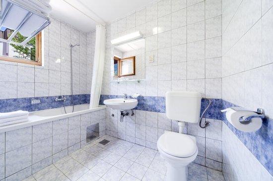 Bluesun Resort Bonaca : Family room, bathroom