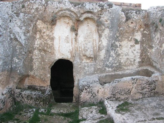 Adiyaman, Turkiet: Rock tombs at Pirin