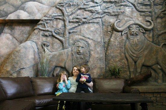 Kalahari Resorts & Conventions: Main lobby fireplace