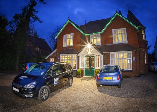 Gatwick Turret Guest House: outside night view