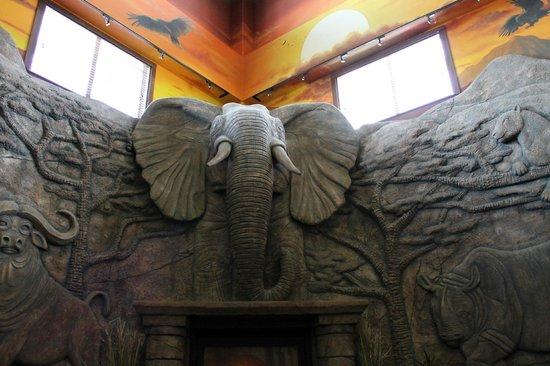 Kalahari Resorts & Conventions: fireplace in the main lobby