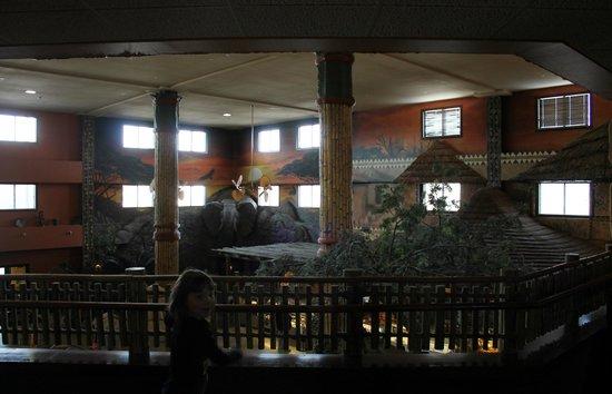Kalahari Resorts & Conventions: Main lobby with a view of The Ivory Coast restaurant