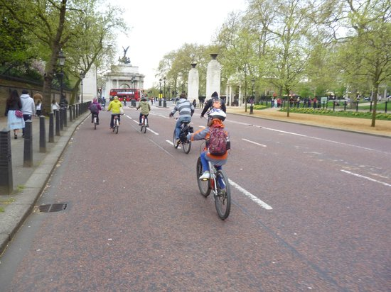 Fat Tire Bike Tours - London: Cycling up The Mall