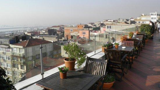 Aziyade Hotel: Ресторан отеля - балкон
