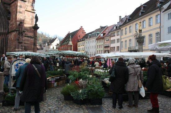 Münsterplatz: Piazza e mercato
