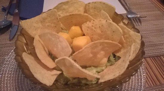 Oyamel : nachos con guacamole 4.5 €