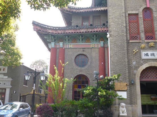 Shanghai Duolun Road Cultural Celebrities Street : old bldg in neighborhood