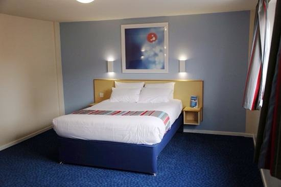 Travelodge Manchester Central: comfortable bed