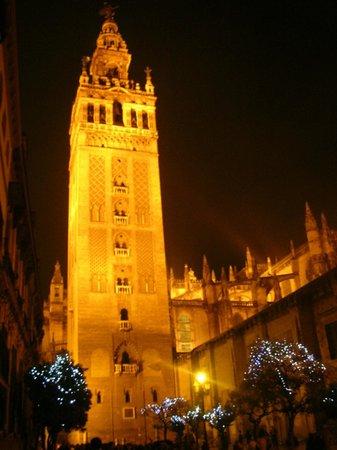 Catedral de Sevilla: Il minareto  o Giralda di notte