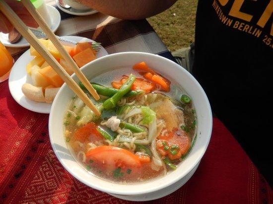 Thongbay Guesthouse: Asiatisches Frühstück - Lecker!