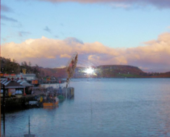 The Palace Hotel: View over Oban harbour c omplete with seagull splatter