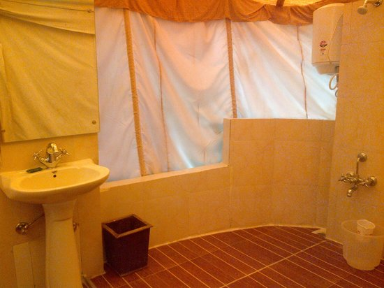 Lion Safari Camp: Bathroom
