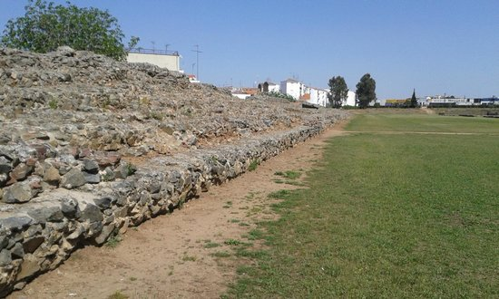 Circo romano: A view from the track, right in front of the stands