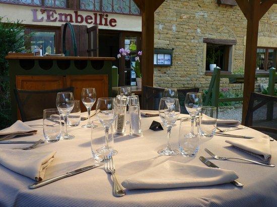 L'Embellie : Table sur la terrasse pour un déjeuner particulier ...
