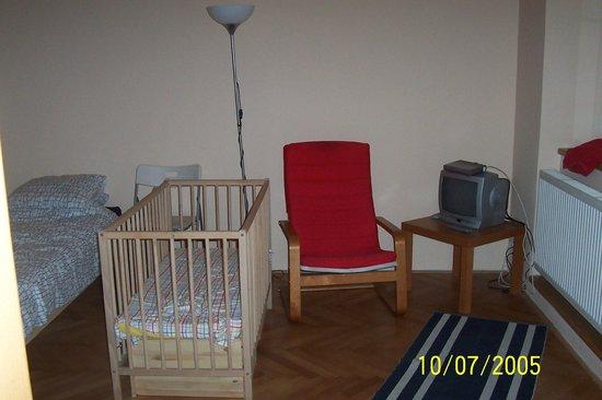 Residence Pinkas Old Town : Kızım 1 yaşındayken gittiğimizde personelin bize sağladığı bebek yatağı