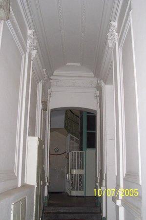 Residence Pinkas Old Town : Binanın, dairenin de bulunduğu giriş katı