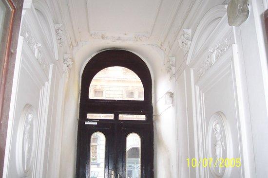 Residence Pinkas Old Town : Binanın giriş katı holü