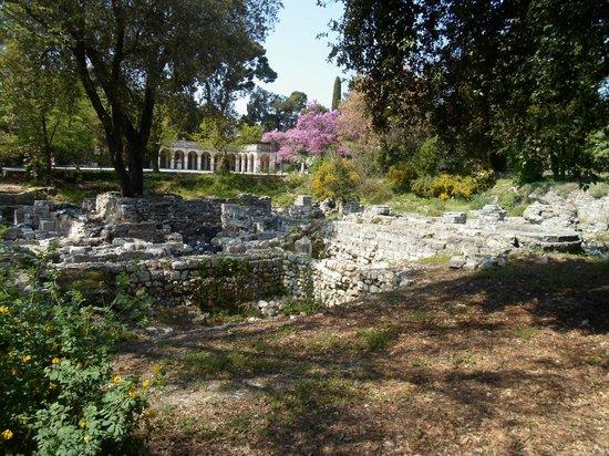 Colline du château : Rovine del castello