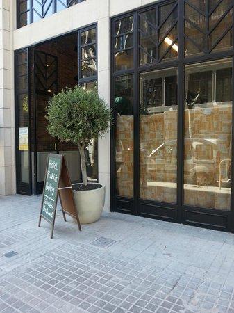Hotel Praktik Bakery: entrada del hotel