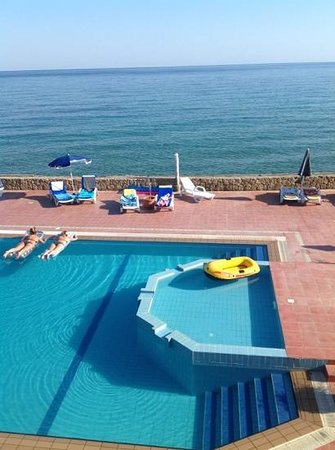 Manolya Hotel: otherside of the pool