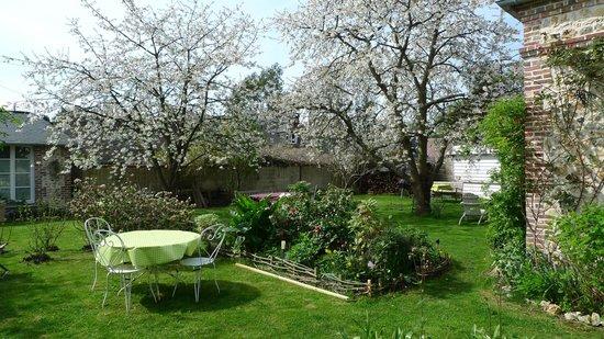 Aux Rives de Honfleur: Le jardin