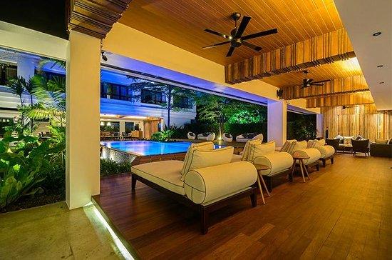 UMA Residence: Pool