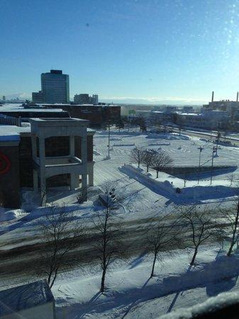 Hotel ALT Quebec : côté rue et centre commercial