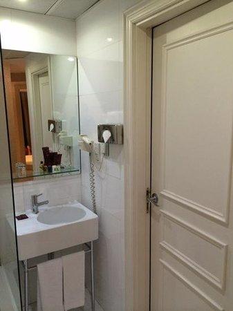 Axel Hotel Barcelona & Urban Spa: baño
