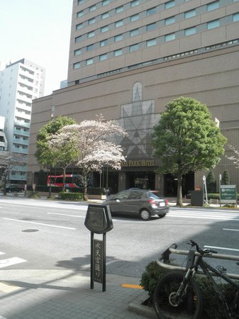 Royal Park Hotel: 水天宮通り