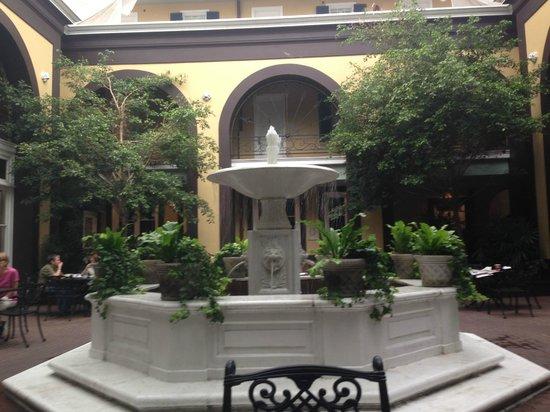 Hotel Mazarin: Courtyard, lovely setting for breakfast