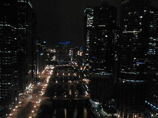 Wyndham Grand Chicago Riverfront: Vistas de noche desde la habitación en la planta 36